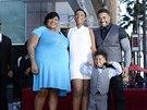 Jennifer Hudsonov�, jej� snoubenec David Otunga se synem Davidem a jej� sestra Julia (13. listopadu 2013)