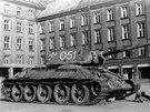 Tank č.051 v květnu 1945 na prokešově náměstí v Ostravě. Stroj jako první přejel strategicky významný Říšský most.