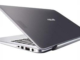 Na první pohled není vidět, že je Asus Transformer Book v podstatě složen ze dvou částí - tabletu a počítače v klávesnici.