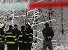 Ve Špindlerově Mlýně se zřítila s pěti lidmi nákladní lanovka, která patří k chatě Bumbálka. Jeden člověk zemřel, čtyři jsou zranění.