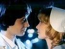 Pavel Kříž a Adriana Tarábková ve filmu Jak básníci přicházejí o iluze