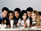 Matthew Perry, Jennifer Anistonová, David Schwimmer, Courteney Coxová, Matt LeBlanc a Lisa Kudrowová v seriálu Přátelé (1994)
