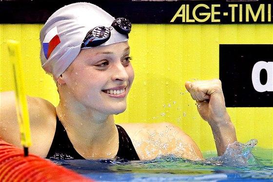 15. PROSINCE Česká plavkyně Simona Baumrtová zářila na mistrovství Evropy v Herningu a potvrdila, že patří mezi evropskou elitu. Z Dánska si veze čtyři medaile: bronz ze štafety, stříbra ze stovky a dvoustovky a tu nejblyštivější z nejkratšího sprintu, ze znakařské padesátky.