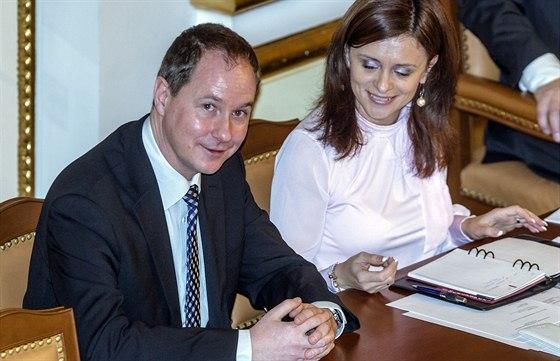 Místopředseda Sněmovny Petr Gazdík z klubu TOP 09 spolu s další místopředsedkyní Jaroslavou Jermanovou z hnutí ANO.