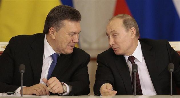 Ruský prezident Vladimir Putin a jeho ukrajinský protějšek Viktor Janukovyč...