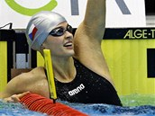 RADOST V CÍLI. Simona Baumrtová právě doplavala jako první ve znakařském závodu na 50 metrů.