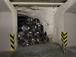 Ukládací komora s odpadem před zazděním a celkovým zalitím betonem