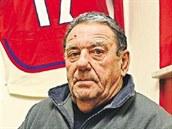 B�val� hokejista Jan Such� m� ve VIP z�n� brodsk� Kotliny pov�en� na zdi reprezenta�n�  dres s ��slem 17. Tohle je pr� speci�ln� koutek pro legendu.