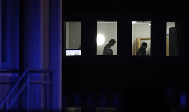 Policisté prohledávají d�m palestinského diplomata v pra�ském Suchdole (1....