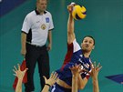 �esk� volejbalista David Kone�n� sme�uje v duelu s Bulharskem.