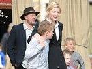 Cate Blanchettová s manželem a syny (26. prosince 2012)