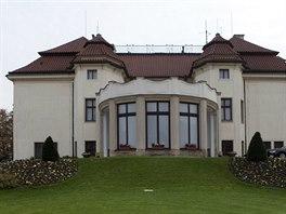 Kramářova vila je jednopatrová, tak zněla kdysi podmínka magistrátních úředníků.