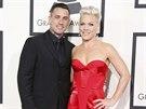 Zp�va�ka Pink a jej� man�el Carey Hart na cen�ch Grammy (Los Angeles, 26. ledna 2014)