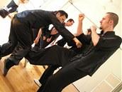 Kung fu není ani gymnastika pro estetiku, ani sestavy pro vnitřní kontemplaci. Svědčí rozvoji osobnosti i zdraví, ale lidi se při něm prostě opravdu perou. Pavel Macek se svým mistrem Lam Chung Singem
