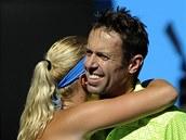 Francouzka Kristina Mladenovicová a Kanaďan Daniel Nestor po vítězství ve smíšené čtyřhře na Australian Open.