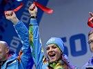 Ty�ka�sk� �ampionka Jelena Isinbajevov� (uprost�ed) v So�i slavnostn� zah�jila provoz olympijsk� vesnice.