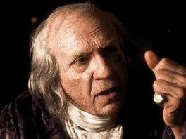 F. Murray Abraham jako Salieri ve Formanově filmu Amadeus