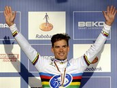 Cyklokrosař Zdeněk Štybar oblékl v nizozemském Hoogerheide třetí duhový dres mistra světa v kariéře.