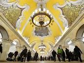 Symboly z doby Sovětského svazu zdobí strop moskevské stanice Komsomolskaja.
