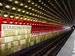 Linku A pražského metra zdobí lisované hliníkové dlaždice. Interiér každé ze stanic má pak svou charakteristickou barvu.