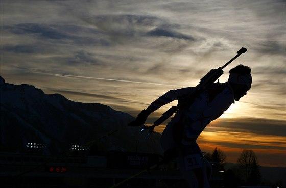 Francouzsk� biatlonista Martin Fourcade v z�vodu na 20 kilometr�. (13. �nora 2014)
