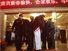 Policejní zásah proti vykřičeným domům (Tung-kuan, 9. února 2013).