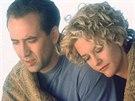 Nicolas Cage a Meg Ryanová ve filmu Město andělů (1998)
