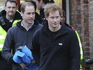 Princ William a jeho bratr Harry v Datchetu (14. �nora 2014)