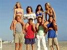 Jennie Garthová, Gabrielle Carterisová, Shannen Doherty, Tori Spellingová, Ian Ziering, Jason Priestley,  Luke Perry a Brian Austin Green v seriálu Beverly Hills 90210