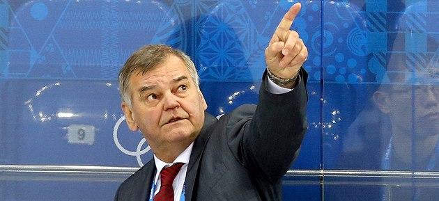 Slovenský reprezenta�ní kou� Vladimír V�jtek p�i hokejovém utkání s �eskem....