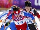 Česká běžkyně na lyžích Eva Vrabcová-Nývltová (vpředu) dojela v olympijském závodu na 30 kilometrů volnou technikou na pátém místě. (22. února 2014)