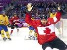 Kanadský centr Sidney Crosby se raduje z branky v olympijském finále proti Švédsku. (23. února 2014)