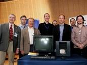 """Původní """"parta"""" z CERNu, která se podílela na vývoji WWW. Zleva: Robert Cailliau, první webový """"konvertita"""", Dan Brickley, průkopník RDF, Ben Segal, mentor a informatik v CERNu, Chris Bizer, Free University Berlin, Tom Scott, BBC digital media, Tim Berners-Lee, vynálezce webu, Stephane Boyera, World Wide Web Foundation a Jean-Francois Groff, informatik v CERNu."""