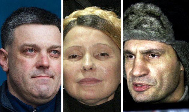 Zleva: šéf strany Svoboda Oleh Ťahnybok, Julija Tymošenková a Vitalij Kličko.