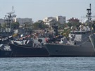 �ernomo�sk� flotila v Sevastopolu v roce 2007. S ozna�en�m F 241 je vid�t tureck� fregata Turgutreis na n�v�t�v� v Sevastopolu.