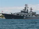 Vlajkovou lod� a nejsiln�j�� jednotkou je k�i�n�k Moskva, mohutn� plavidlo o v�tlaku 11 500 tun, vyzbrojen� mimo jin� raketami Bazalt a S-300.