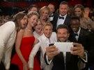 """Takhle vznikla nejsdílenější fotka historie twitteru - """"selfie"""" hvězd z předávání Oscarů v březnu 2014."""