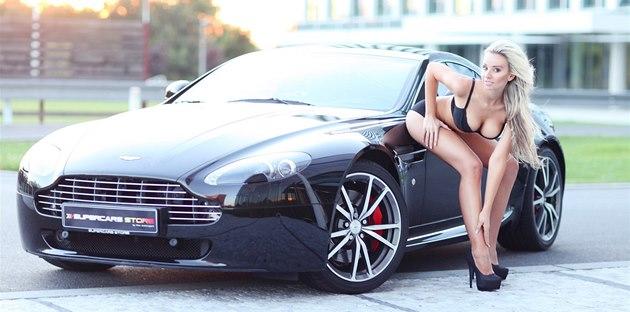 Miss léta 2013 Andrea B�ezovi�ová a Aston Martin Vantage