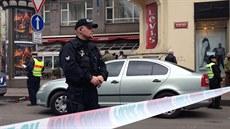 Kv�li mo�né výbu�nin� v pobo�ce banky policie uzav�ela �ást Václavského...