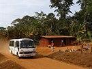 Vyvrcholením ochranářských snah pražské zoo ve střední Africe je projekt Toulavý autobus, který sváží děti do záchranných stanic, kde absolvují vzdělávací programy.