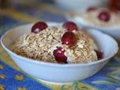 Jogurt s ovesn�mi vlo�kami a ovocem