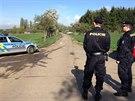 V ulici K Netlukám v pražské Uhříněvsi byla nalezena těla mrtvého chlapce a staršího muže (11.4.2014)