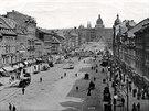 1895: Po Václavském náměstí už jezdí tramvaje, tehdy ještě tažené koňmi
