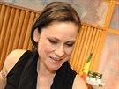 Producent Milan Cimfe, Lenka Dusilov� a jedna z autorek Baromantiky Be�ta Hlavenkov� p�i pr�ci na nov� desce.
