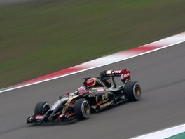 Romain Grosjean v roce 2014 s vozem Lotus při GP Číny.