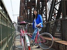 Růžové kolo si snadno půjčíte i vrátíte.