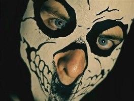 Horrorcoreový raper Řezník na veřejnosti vystupuje v masce