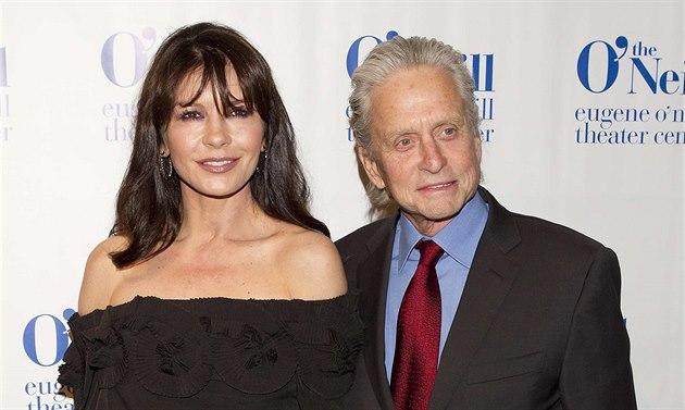 Catherine Zeta-Jonesová a Michael Douglas na udílení Monte Cristo Awards (New...