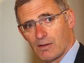 Karel Rand�k p�ed jedn�n�m soudu, kter� projedn�val kauzu zve�ejn�n� odm�n b�val� ��fky kabinetu premi�ra Jany Nagyov� (29. dubna 2014)