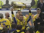 POHÁR PRO ČÁJU. Lídr zlínského týmu Petr Čajánek se na sklonku kariéry dočkal prvního extraligového titulu v životě.